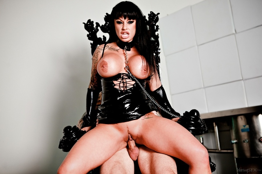 Raven-haired broad in black latex on a leas - XXX Dessert ...