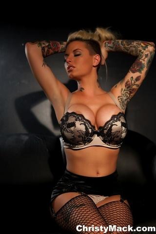 luscious hottie shows alluring