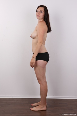 Very hot brunette mom with natural boobs - XXX Dessert - Picture 8