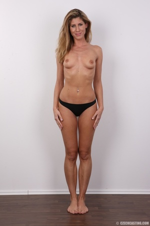 Tanned MILF with reddish hair came to ca - XXX Dessert - Picture 9