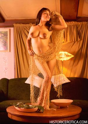 Wild retro babes posing naked in studio  - XXX Dessert - Picture 3