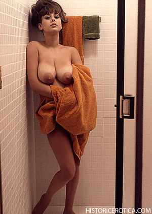 Hot retro babes with big natural boobs a - XXX Dessert - Picture 4