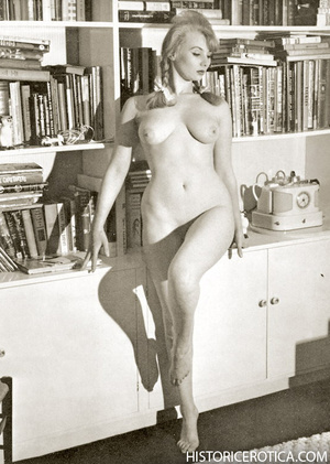 Amazing vintage girls in sexy lingerie a - XXX Dessert - Picture 2