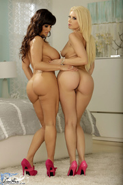 bodacious brunette mom and
