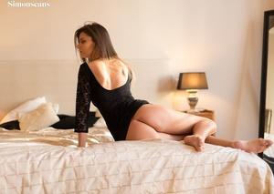Bodacious brunette vixen takes off her b - XXX Dessert - Picture 1