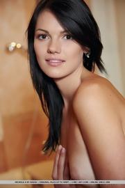 stunning naked diva modeling