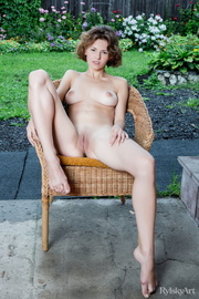 young sunny nude brunette