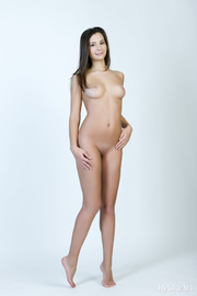 adorable curvy nude brunette