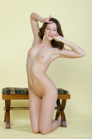 Tall curvy nude brunette with sexy shape - XXX Dessert - Picture 3