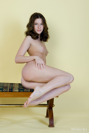 Tall curvy nude brunette with sexy shape - XXX Dessert - Picture 5