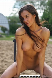 busty long-haired brunette nude