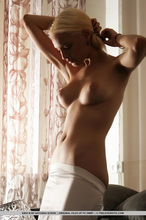 Dazzling cute blonde with sexy curves an - XXX Dessert - Picture 6