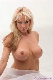 attractive seducing milf blondie
