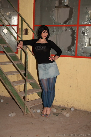 Thick, sexy chick in a warehouse posing  - XXX Dessert - Picture 2