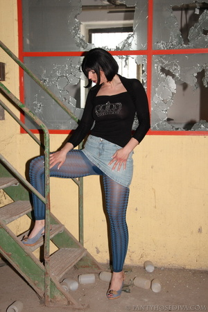 Thick, sexy chick in a warehouse posing  - XXX Dessert - Picture 5