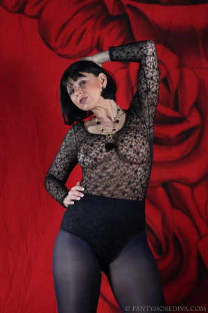 See the pierced nipple of bombshell wear - XXX Dessert - Picture 6