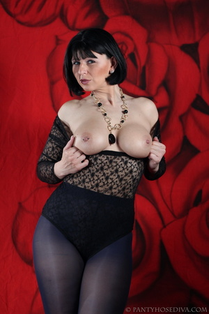 See the pierced nipple of bombshell wear - XXX Dessert - Picture 13