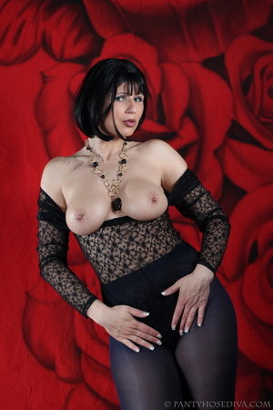 See the pierced nipple of bombshell wear - XXX Dessert - Picture 14