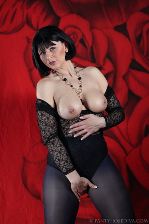 See the pierced nipple of bombshell wear - XXX Dessert - Picture 15