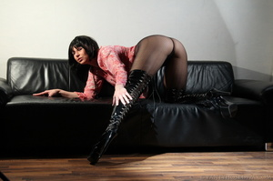 Lady in thigh-high black leather boots t - XXX Dessert - Picture 15
