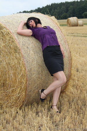 Brunette in a hayfield shimmies out of b - XXX Dessert - Picture 6