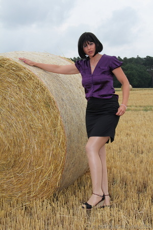 Brunette in a hayfield shimmies out of b - XXX Dessert - Picture 7