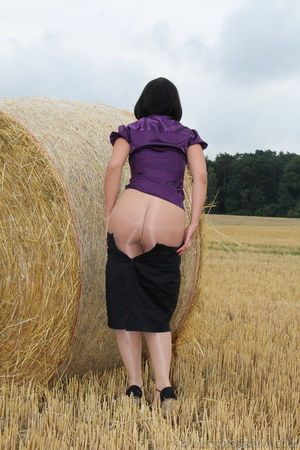 Brunette in a hayfield shimmies out of b - XXX Dessert - Picture 10