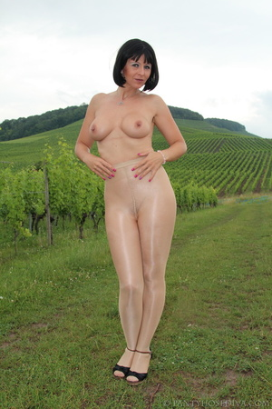 Topless exhibitionist in vineyard shows  - XXX Dessert - Picture 1