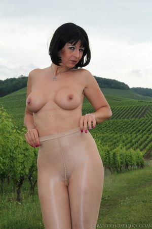 Topless exhibitionist in vineyard shows  - XXX Dessert - Picture 2