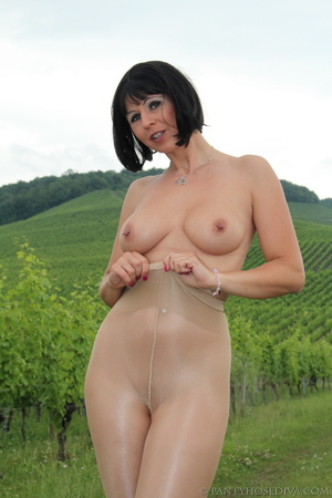 Topless exhibitionist in vineyard shows  - XXX Dessert - Picture 3