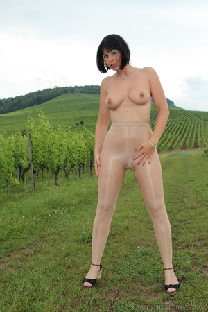Topless exhibitionist in vineyard shows  - XXX Dessert - Picture 5