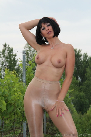 Topless exhibitionist in vineyard shows  - XXX Dessert - Picture 10