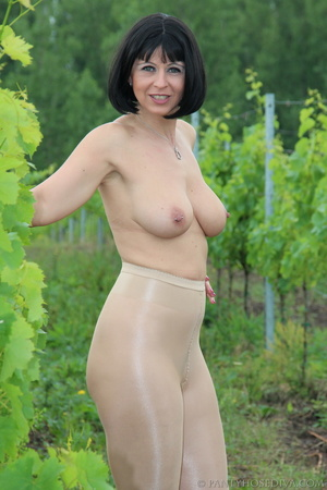 Topless exhibitionist in vineyard shows  - XXX Dessert - Picture 13