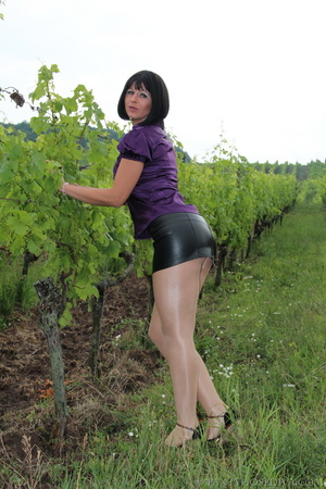 Attention whore in vineyard lifts black  - XXX Dessert - Picture 4