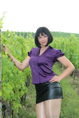 Attention whore in vineyard lifts black  - XXX Dessert - Picture 5