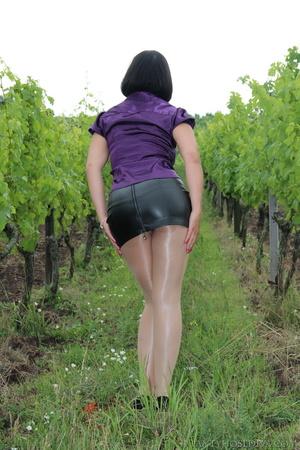 Attention whore in vineyard lifts black  - XXX Dessert - Picture 6