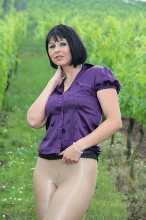 Attention whore in vineyard lifts black  - XXX Dessert - Picture 14