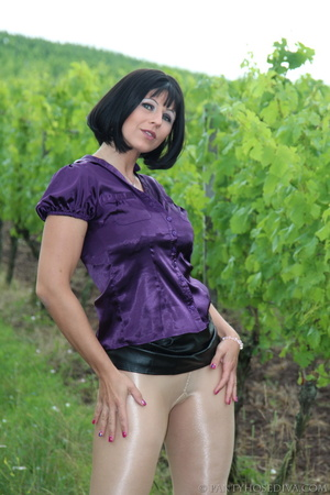 Attention whore in vineyard lifts black  - XXX Dessert - Picture 15