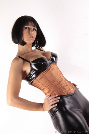 Girl with golden skin and a bob haircut  - XXX Dessert - Picture 13