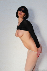 hottie unsnaps long-sleeved black