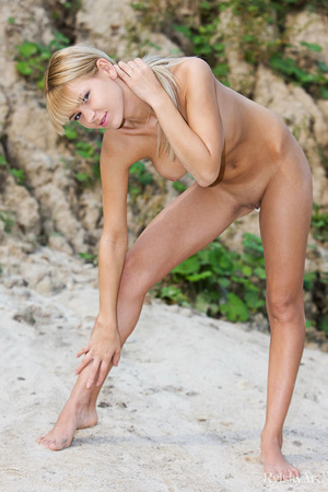 Pretty blonde babe goes outdoor and disp - XXX Dessert - Picture 8