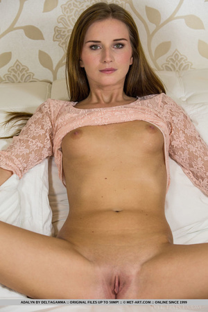 Sweetheart removes her peach lace top an - XXX Dessert - Picture 5
