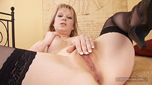 Blonde chicks loves to spread wide as th - XXX Dessert - Picture 3
