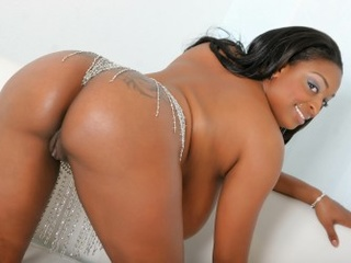Dirty ebony whore with enormous boobies enjoys lesbian - Picture 4