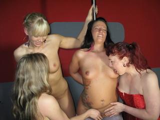 nasty swinger chicks lezzing