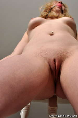 Marvelous nude belle bound to the handra - XXX Dessert - Picture 7