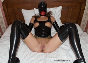 Bondage chick wearing tight black latex  - XXX Dessert - Picture 2
