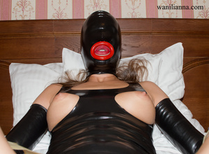 Bondage chick wearing tight black latex  - XXX Dessert - Picture 4
