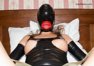 Bondage chick wearing tight black latex  - XXX Dessert - Picture 6