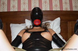 Bondage chick wearing tight black latex  - XXX Dessert - Picture 7